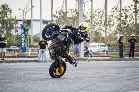Wawan Tembong bersama YZF-R3 di ajang Burapa Battle Stunts 9