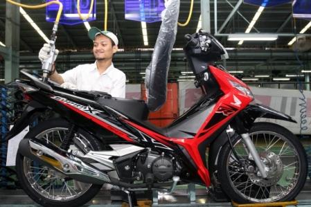 Proses assembly Honda Supra X 125 FI
