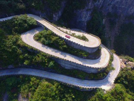 Tianmen Road dengan 99 tikungan