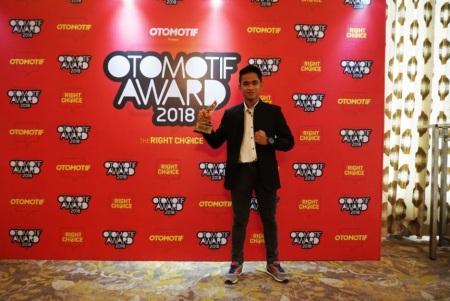 Galang Hendra meraih The Best Rider in Motorsport dalam ajang Otomotif Award 2018