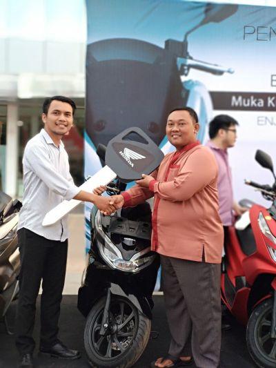 Salah satu konsumen pemilik perdana All New PCX di Batam