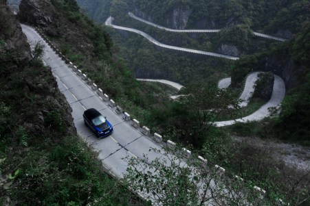 Range Rover Sport SVR pecahkan rekor Ferrari 458 Italia