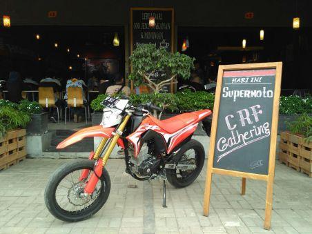 Honda CRF150L yang sudah dimodifikasi Supermoto
