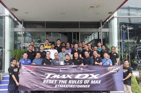 TMAX DX First Owners bersama Eddy Ang selaku Deputy GM Marketing YIMM