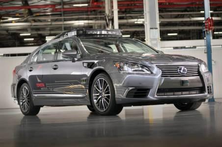 Mobil Otonom Toyota