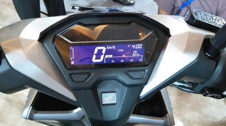 Fitur All New Vario 150 : Speedometer full digital dengan berbagai fitur