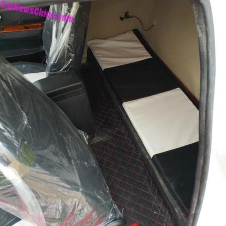 Bugatti Chiron Replika - Interior Belakang