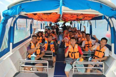 Naik Ferry menuju Pulau Ranoh