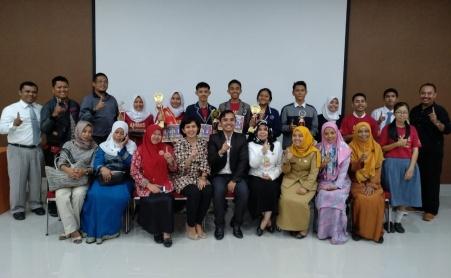 Para peserta dan pendukung Lomba Karya Tulis Honda Kepri