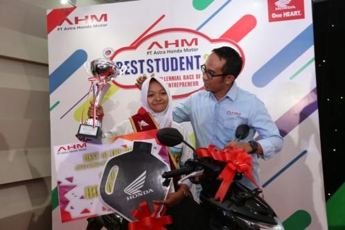 Best of the Best Student 2018, Azizatus Sa'diyah Prasetyo dari SMK Turen Malang