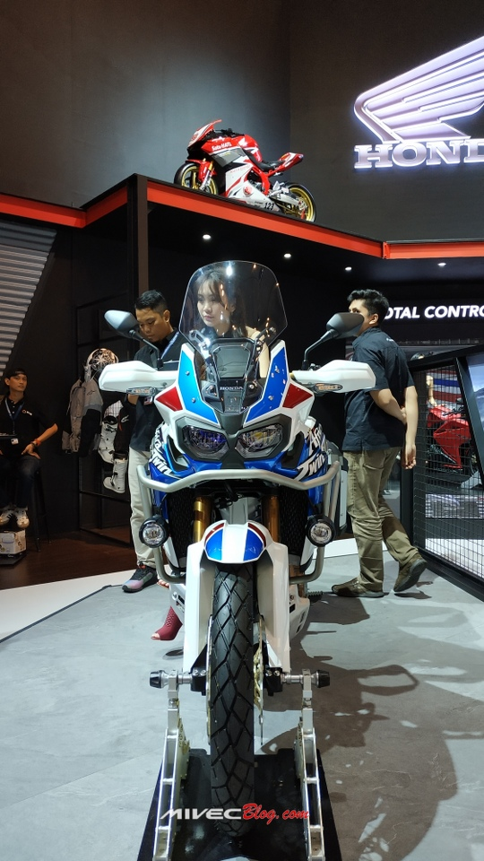 Honda CRF1000L Africa Twin Adventure Sports (1)