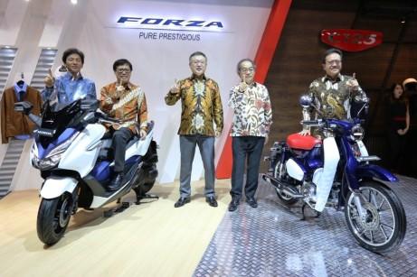 Manajemen AHM Luncurkan Honda Forza dan Honda Super Cup C125 di GIIAS 2018