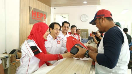 Petinggi Honda seperti GM HC3, Istiyani Susriyati dan lainnya turun melayani pelanggan