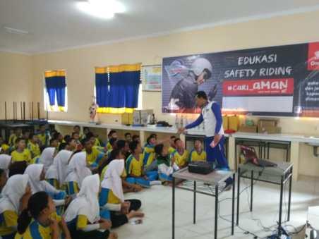 Acara Edukasi Safety Riding Honda Capella di Sekolah