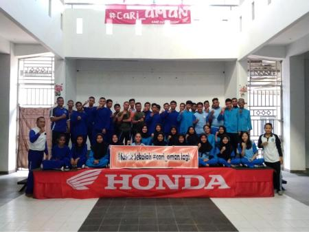 Safety Riding goes to School dari Capella Honda