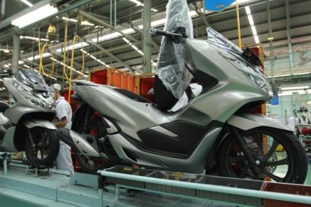 Honda PCX Warna Baru - Sophisticated Matte Silver