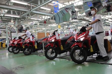 Perakitan Honda Vario di Pabrik AHM