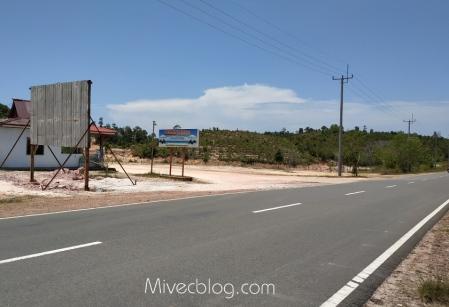Saya sampai di sini saja, depan Pantai Mirota