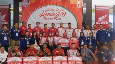 Foto Bersama Kontes Layanan Honda Regional Riau 2019