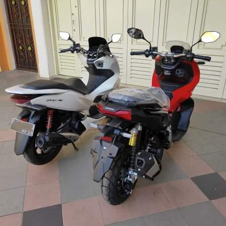 Honda ADV150 bersanding dengan Honda PCX (1)