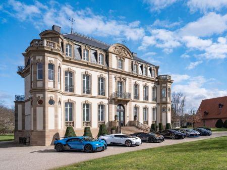 6 Bugatti Chiron dan Turunannya Ngumpul