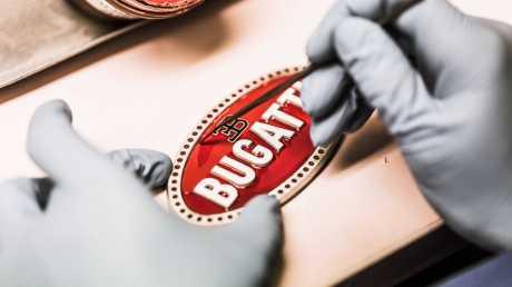 Desain Emblem alias Badge Bugatti